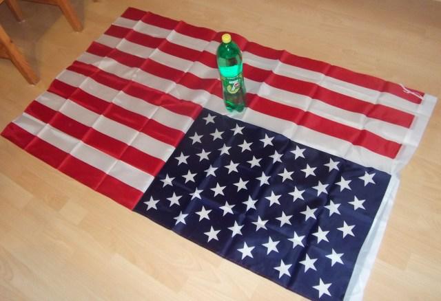 Velká (opravdu velká) textilní americká vlajka - prapor. Včetně