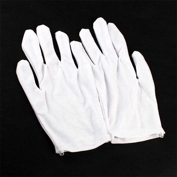 Nepostradatelný doplněk každého osobního řidiče. Lehké a příjemné elastické  rukavičky bílé barvy z jemného bavlněného úpletu. Uvedená cena je za DVA  PÁRY ! 1c45f89dc1